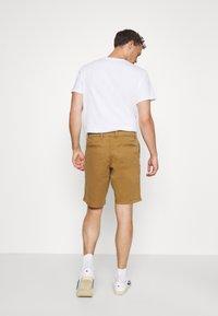 GAP - IN SOLID - Shorts - palomino brown global - 2