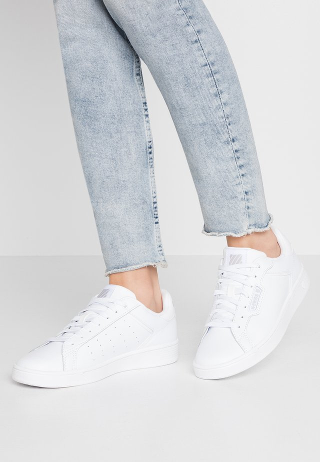 CLEAN COURT CMF - Sneakers laag - white/gull gray