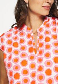 Emily van den Bergh - DRESS - Hverdagskjoler - white/pink - 5