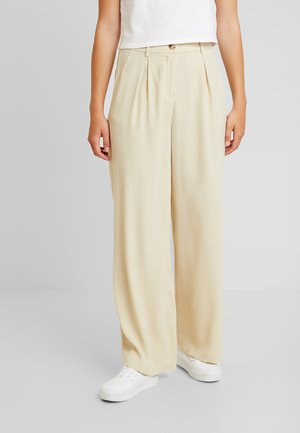 VMCOCO WIDE PANT - Trousers - oyster gray