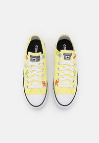 Converse - CHUCK TAYLOR ALL STAR GARDEN PARTY PRINT - Trainers - light zitron/black/white - 5