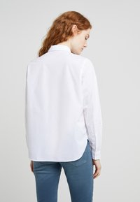 CLOSED - HAILEY - Button-down blouse - white - 2