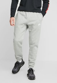 Nike Sportswear - CLUB PANT - Trainingsbroek - dark grey heather - 0