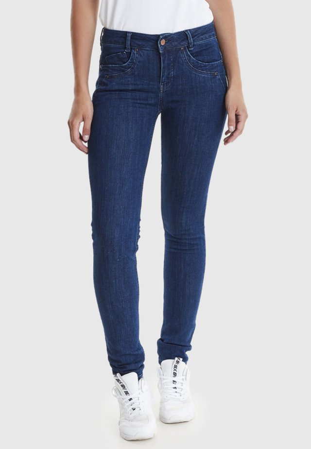 MUBY - Slim fit jeans - blue
