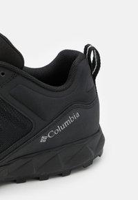 Columbia - FLOW DISTRICT - Outdoorschoenen - black/dark pew - 5