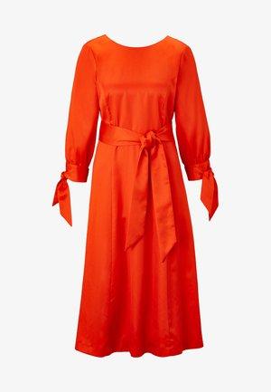 MIT SCHLEIFENDETAIL - Vestido informal - mandarin red