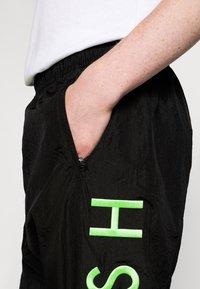 Nike Sportswear - PANT - Trainingsbroek - black/green - 6