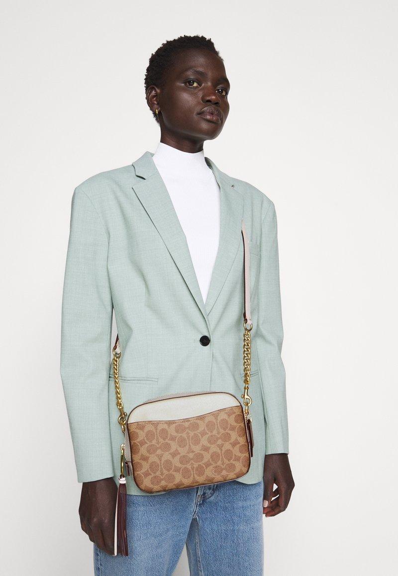 Coach - SIGNATURE CAMERA BAG - Across body bag - tan/chalk