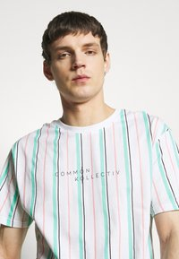 Common Kollectiv - UNISEX STRIPED AQUA TEE - Print T-shirt - white - 3