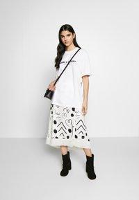 Mother of Pearl - MINTIE - T-shirt z nadrukiem - white - 1