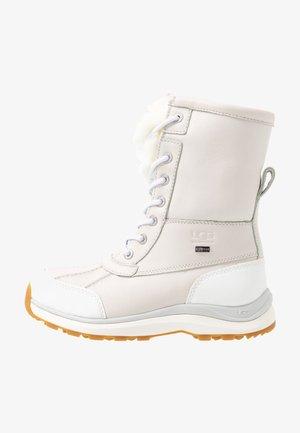 ADIRONDACK III FLUFF - Zimní obuv - white