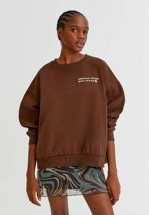 Grafik auf dem Rücken - Collegepaita - mottled brown