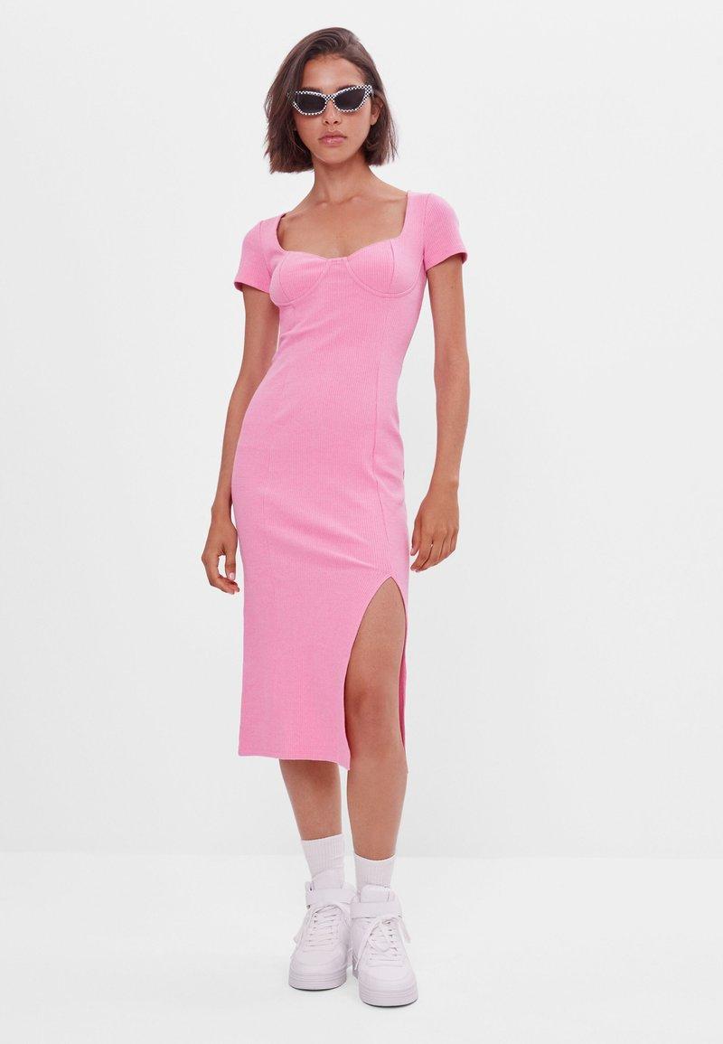 Bershka - Pletené šaty - pink
