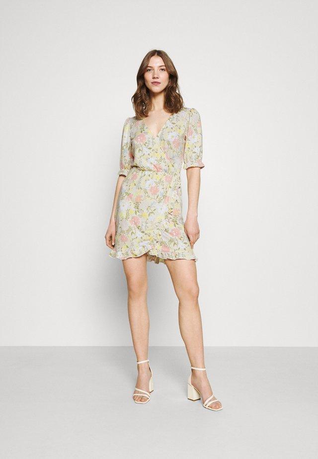 VIOCTAVIA DRESS - Sukienka letnia - birch
