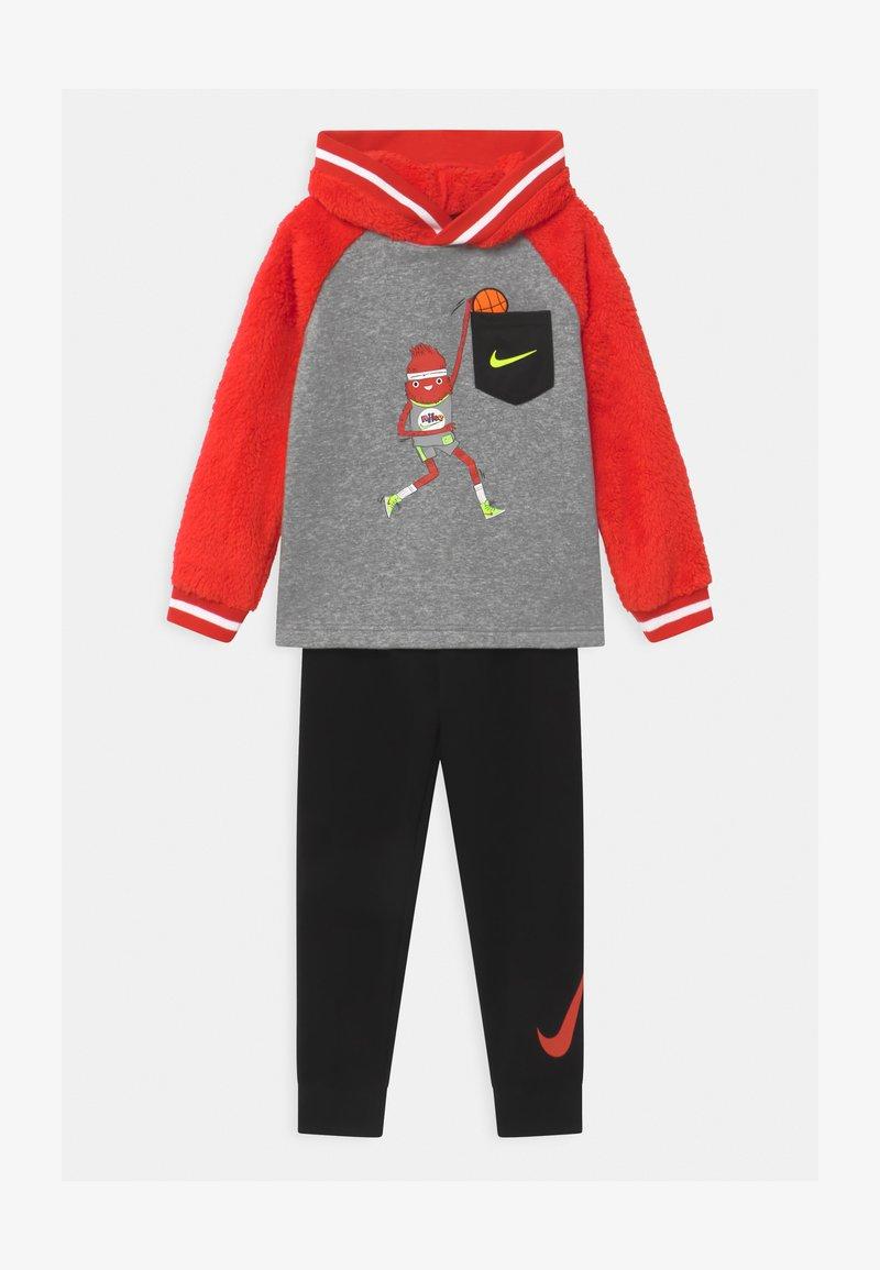 Nike Sportswear - ZIG/ZAG SET - Chándal - black