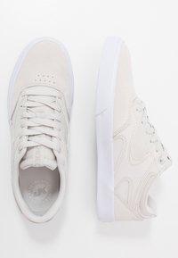 DC Shoes - KALIS VULC UNISEX - Zapatillas - grey/white - 1