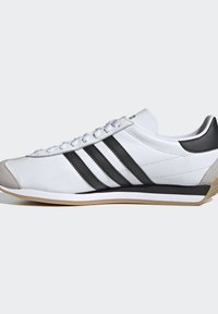 adidas Originals - COUNTRY OG SHOES - Trainers - white - 7