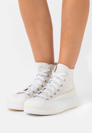 CHUCK TAYLOR ALL STAR DOUBLE STACK LIFT - Korkeavartiset tennarit - egret/university red/white