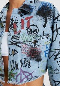 Jaded London - GRAFFITI PRINT CROPPED JACKET - Denim jacket - blue denim - 5