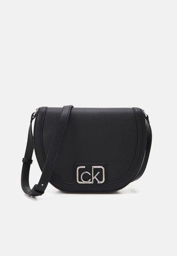 SADDLE BAG - Across body bag - black