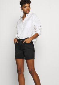 ONLY - ONLBLUSH MID  - Shorts di jeans - black - 3