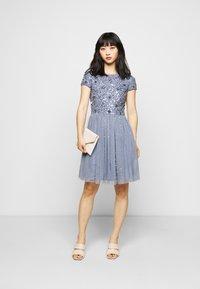 Lace & Beads Petite - NESSIA MIDI - Koktejlové šaty/ šaty na párty - blue - 1