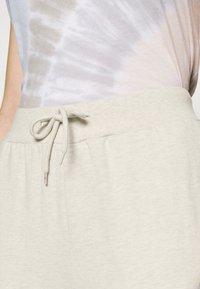 Even&Odd - 2er PACK - Slim fit joggers - Tracksuit bottoms - black/mottled beige - 4