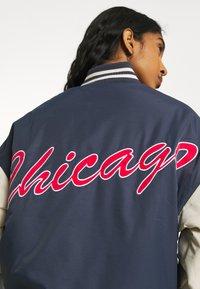 Missguided - CHICAGO VARSITY JACKET - Bomber Jacket - blue - 4