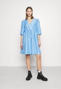 Monki - CELIA DRESS - Vardagsklänning - blue light - 0