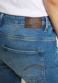 G-Star - ARC 3D LOW BOYFRIEND - Jeans Tapered Fit - azure stretch denim authentic faded blue - 5