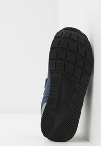 Champion - LOW CUT SHOE ERIN UNISEX - Sports shoes - blue - 5