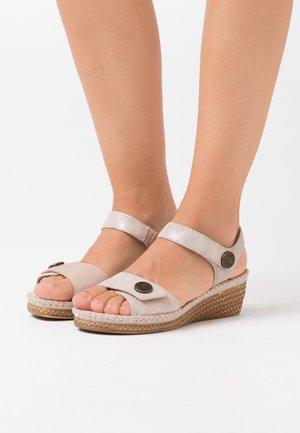 Platform sandals - pepper/light gold