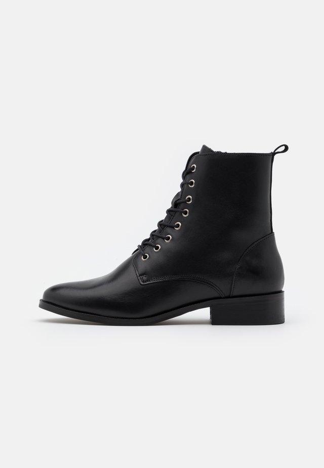 LEATHER - Botines con cordones - black