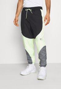 Nike Performance - FLY PANT - Träningsbyxor - smoke grey/black/barely volt - 0