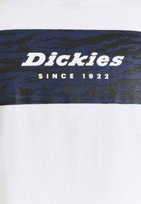 Dickies - QUAMBA BOX TEE - Triko spotiskem - white - 2