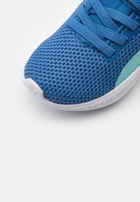 Puma - FLYER RUNNER UNISEX - Neutral running shoes - star sapphire/blue - 5