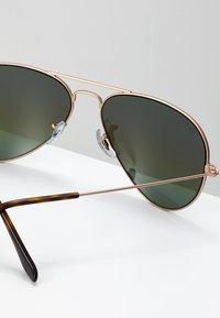 Ray-Ban - 0RB3025 AVIATOR - Occhiali da sole - bronze/copper light grey rainbow - 2