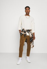 Only & Sons - ONSLINUS LIFE CROPPED - Trousers - kangaroo - 1