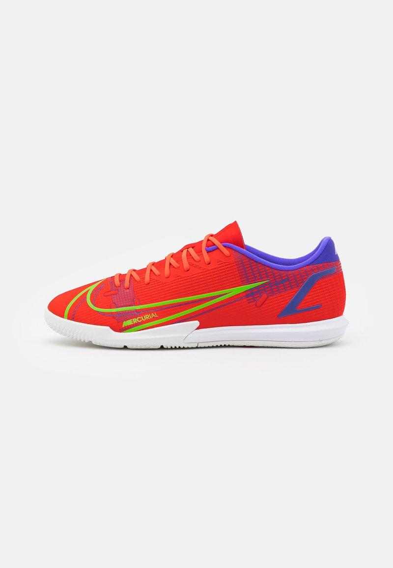 Nike Performance - MERCURIAL VAPOR 14 ACADEMY IC - Indoor football boots - bright crimson/metallic silver