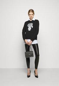 KARL LAGERFELD - METALLIC STRETCH - Leggings - Trousers - black - 0