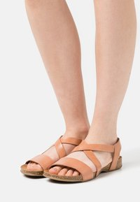 Grand Step Shoes - CAMILLA - Sandals - sand - 0