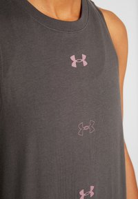 Under Armour - GRAPHIC MUSCLE  - Funkční triko - jet gray /hushed pink - 5