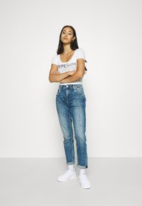 Pepe Jeans - VIOLET - Jeansy Relaxed Fit - denim - 1