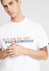 Napapijri The Tribe - SIRE - T-shirts print - bright white - 4