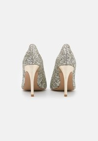 Liu Jo Jeans - MILU DÉCOLLETÉ GLITTER  - Klassiske pumps - silver/light gold - 3