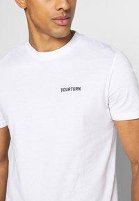 YOURTURN - UNISEX - T-shirt - bas - white - 5