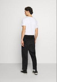 Calvin Klein Jeans - Chinos - black - 2