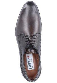 Fretz Men - Stringate eleganti - mocha - 1