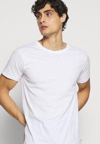 Kronstadt - ELON  3PACK - T-shirt basique - navy/white/black - 5