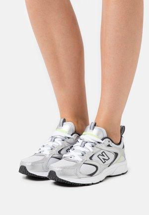 ML408 - Sneakers - magnet